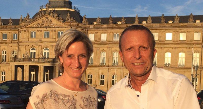 Thomas Beck und Ministerin Hoffmeister-Krauth bei der Preisverleihung in Stuttgart